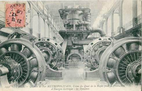 Chemin de fer du Métropolitain; un condensé du machinisme steampunk en une image.